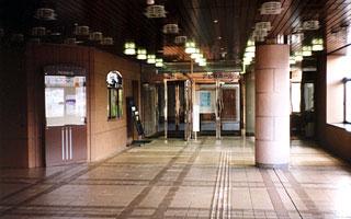 エントランスホール・正面入口