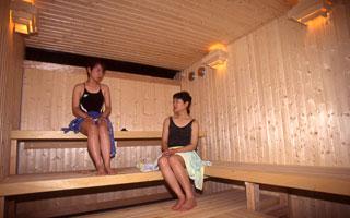 温水プール(採暖室)